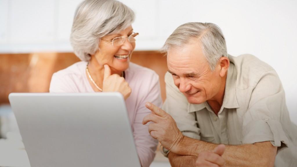 Mâncare contra ajutor: bunica te hrănește ca să-i repari internetul