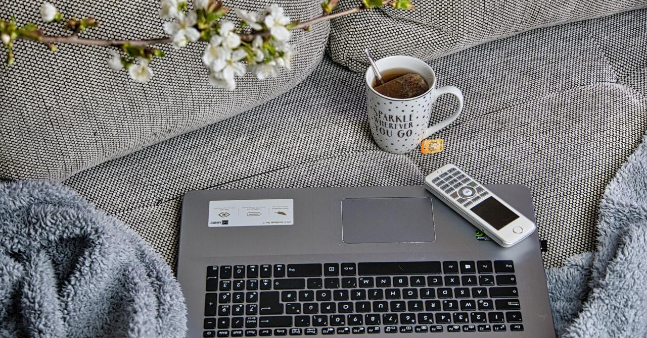 Provocările companiilor cu angajați de acasă și de la birou în același timp