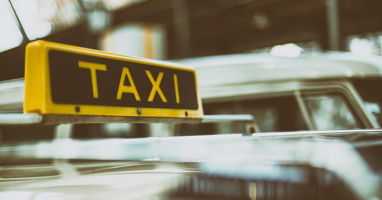Clever Taxi: OUG nu reflectă dorința cetățenilor și a taximetriștilor