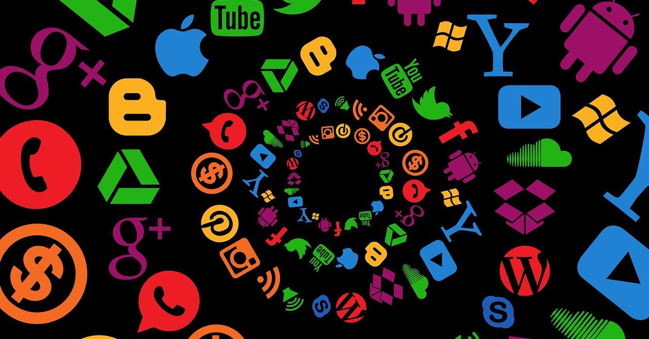 Ce știu Google și Facebook despre tine. Cum poți să ștergi datele?