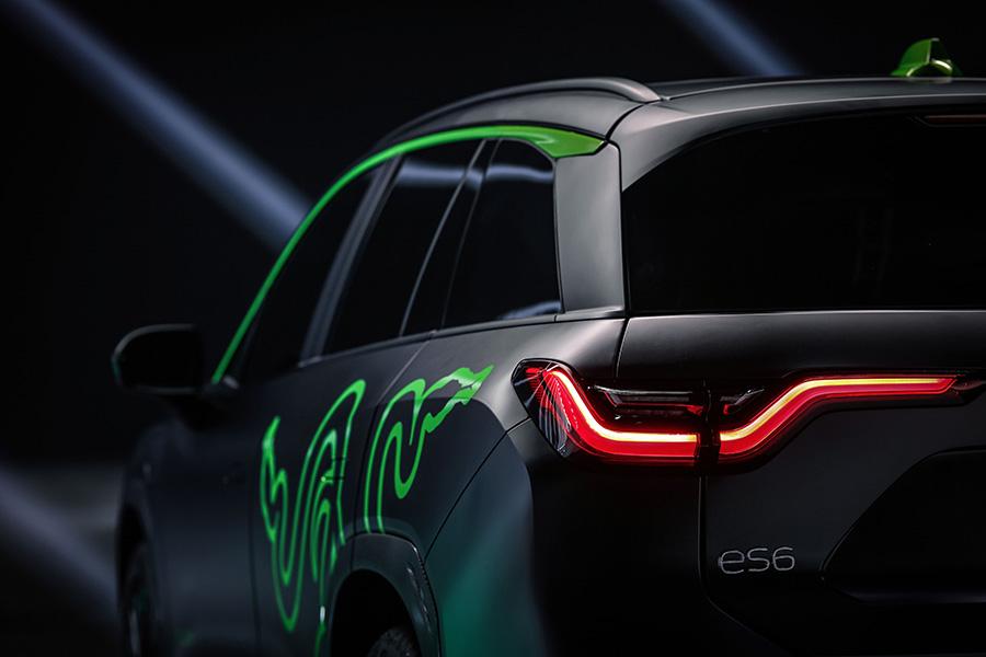 Experiență de gaming într-o mașină electrică: parteneriat Razer și NIO