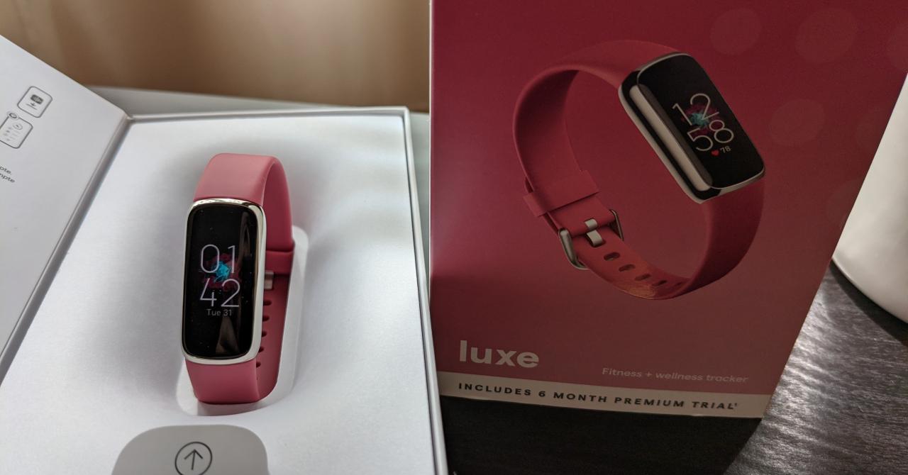 Review Fitbit Luxe: bijuteria de la încheietură care-ți măsoară condiția fizică