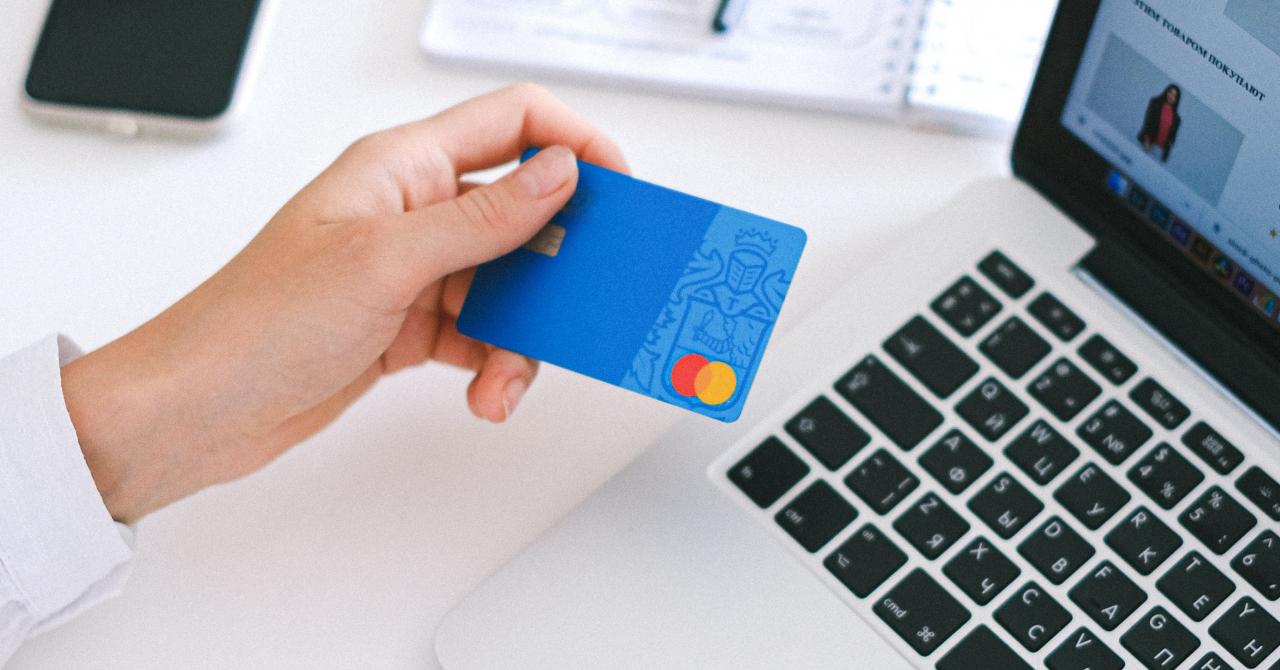 Cumpărăturile s-au mutat pe online: creștere de 50% în 2020