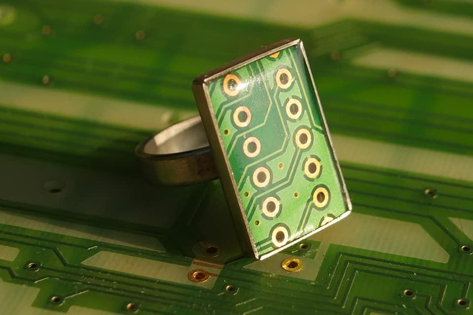 Precious Circuit, românii care fac bijuterii din circuite electronice reciclate
