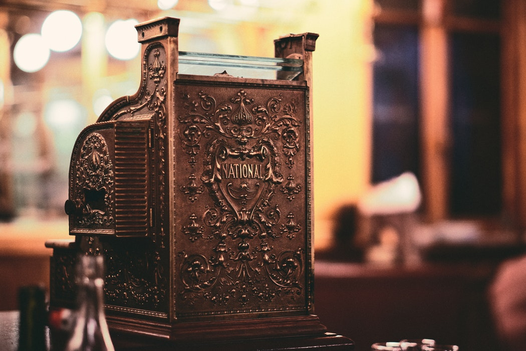 Românii care îți pun în funcțiune case de marcat cu jurnal electronic