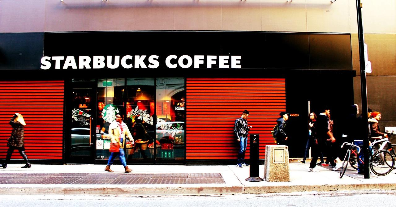 """Un investitor a """"comandat"""" acțiuni la Starbucks de 900 milioane dolari"""