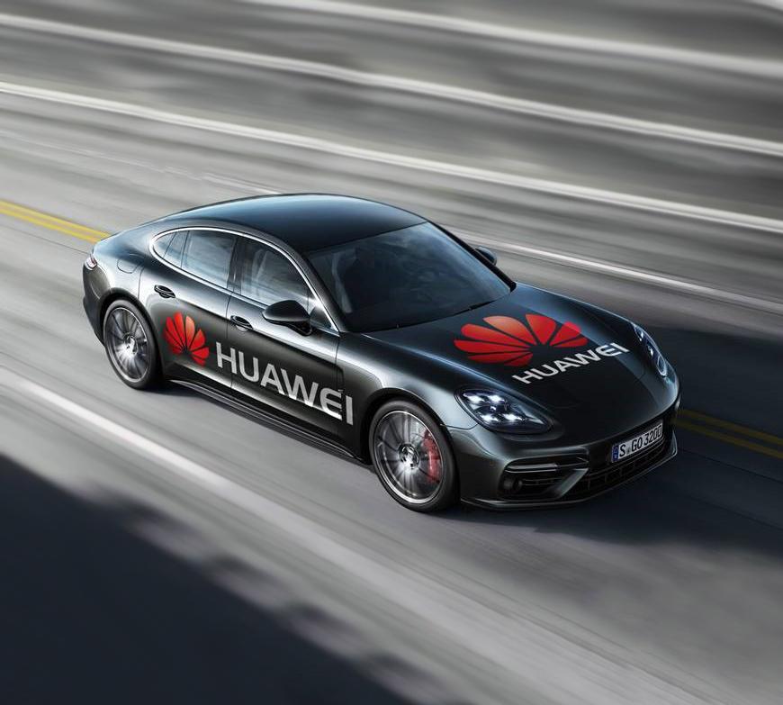 """Cum a ajuns telefonul Huawei Mate 10 Pro """"șoferul"""" unui Porsche"""