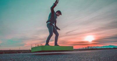Românii de la ARCA lansează un dispozitiv din viitor: ArcaBoard, skate-ul care plutește șase minute