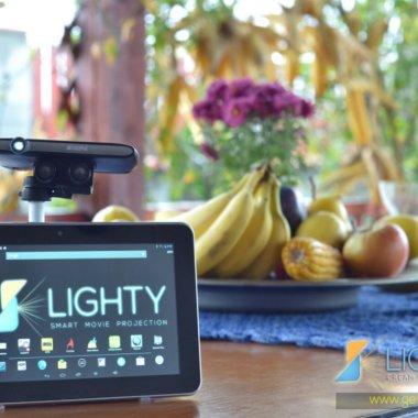 Inventivitate românească. Lighty, proiector robotic ca să vezi filme oriunde în apartament