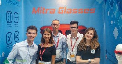 Elevii români, premiați de AT&T la competiția JA Company of the Year. Cum arată ochelarii pentru nevăzători