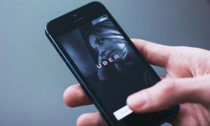 Șoferi Uber, agresați de taximetriștii clujeni și amendați de poliție