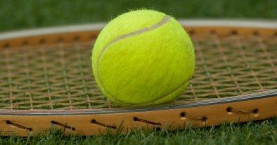 La 23 de ani a creat o școală de tenis care crește cu viteza unui smash