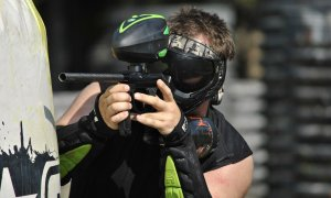 Soldații pictați cu vopsea: cum rezistă Academia de Paintball de 12 ani pe piață