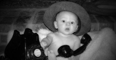 Cinci telefoane pentru copii