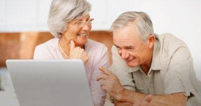 Învață-ți părinții să folosească tehnologia și internetul așa cum trebuie. Câțiva români au cursuri care să te ajute