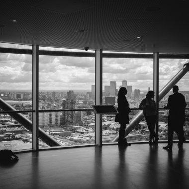 Cum să îți alegi un cofondator sau un partener de business