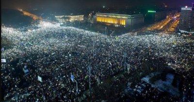 Istoria digitală: tânărul care a strâns pe neamsaturat.com fotografii cu pancartele amuzante din timpul protestelor