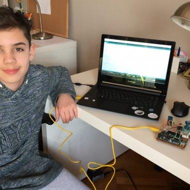 Românul care a făcut un robot ce măsoară nivelul de CO2 din clase