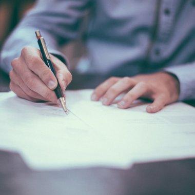 Ei te ajută să găsești online modele de documente pentru firma ta