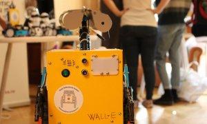 Trimite-ți copilul la robotică - 10 burse pentru elevi de 10