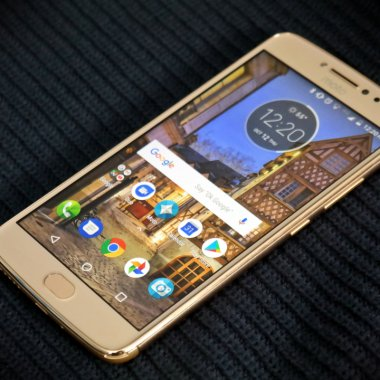 Review Motorola E4 Plus - un mid range cu baterie impresionantă