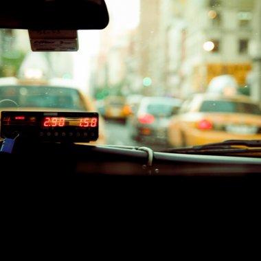 Clever Taxi despre noul regulament de taximetrie adoptat de Firea