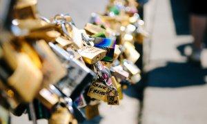 Dragostea te face vulnerabil: cum te pune partenerul în pericol