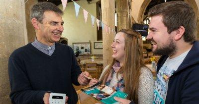 Convertire la digital: Biserica introduce donațiile contactless