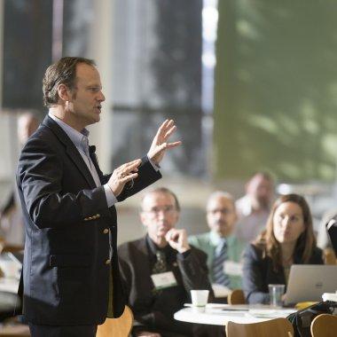 Cum să devii un speaker mai bun în trei pași