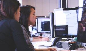 Google te învață, gratuit, cum să faci un CV și să susții un interviu