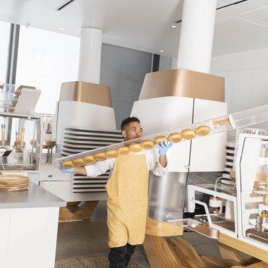 Robotul care-ți gătește masa nu ocupă toata casa