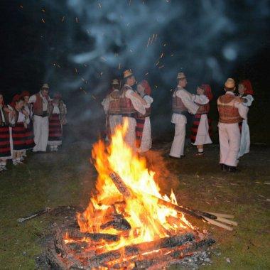 """Tinerii din Maramureș care """"îmblânzesc"""" turismul românesc"""