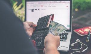 Aplicații românești care te scapă de grija facturilor în concediu