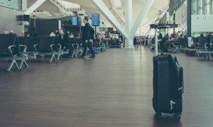 Românul care pune în mișcare bagajele și coletele din țară