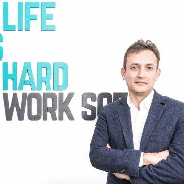"""Erik Barna, CEO Life is Hard: """"Încurajați creativitatea și analiza"""""""