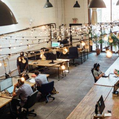 Trei antreprenori români lansează un nou concept de spațiu de lucru