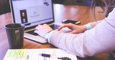 Idei de afaceri: ce poți vinde cu un calculator și acces la internet