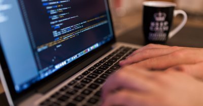 Cursuri de programare: învață cel mai popular limbaj cu 30 de dolari