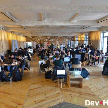 Ultimele înscrieri la DevHacks. Premii în valoare de 15.000 euro