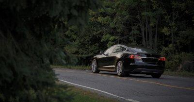 Previziuni scandaloase pentru 2019: Apple cumpără Tesla?