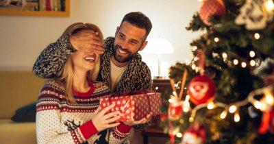 Zece idei de cadouri ca să-ți surprinzi partenerul de Crăciun