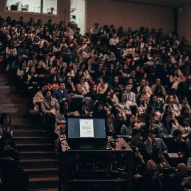 Zece cursuri de business oferite gratuit de MIT, Stanford, Harvard