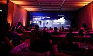 Laptopurile Huawei ajung în România. Când vine și telefonul pliabil