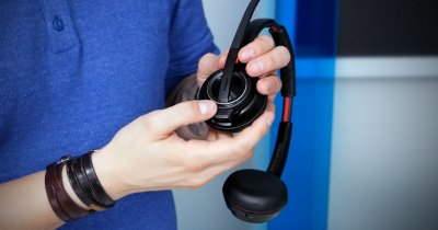 Review Plantronics 8220: O pereche de căști, trei canale de comunicare