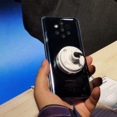 Nokia 9 PureView și Nokia 210: monstrul cu 5 ochi și piticul colorat