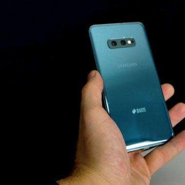 Review Samsung Galaxy S10e: cel mai mic telefon din familia premium