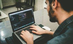 Cursurile care te învață să scrii cod ca să-ți schimbi cariera