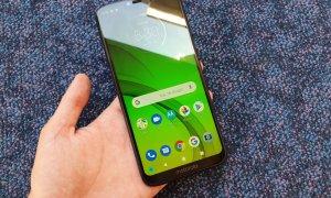 Review Moto G7 Power: Autonomie enormă pentru cei cu bugete mici