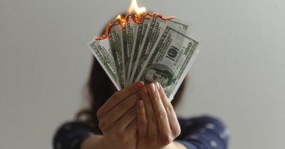 Cum economisesc românii și ce griji financiare îi țin treji noaptea