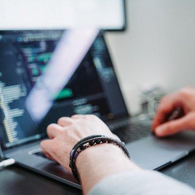 Joburi în IT: se fac angajări într-un Centru de Securitate Cibernetică
